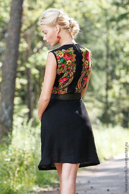Платье ` Летние сумерки`. Пришла пора внести свежую струю в ваш повседневный гардероб!!  В этом платье вы всегда будете на виду.   Я использовала в этом платье Павловопосадский платок 'Летние сумерки' . Я скомбинировала с черным шерстяным платком.