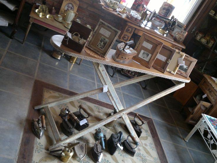 Tabla de planchar antigua dise o pinterest antigua - Mueble para guardar tabla de planchar ...