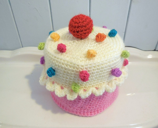 cupcake toilet roll cover pattern available on etsy by loopy lou designs, via Flickr