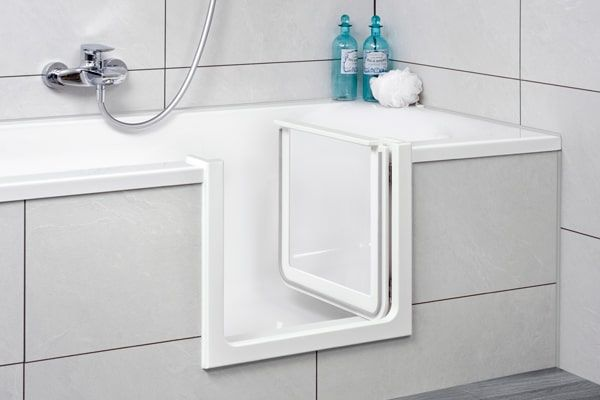 Barrierefreies Bad Altersgerechter Badumbau Schnell Gunstig Wanne Zur Dusche Umbauen Nachtraglich Badewanne In 2020 Duschwanne Begehbare Badewanne Badewanne
