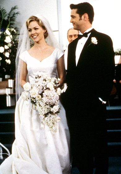 Jennie Garth Kelly (Garth) and Brandon (Jason Priestley) got cold feet in a 1998 wedding special of Beverly Hills 90210.