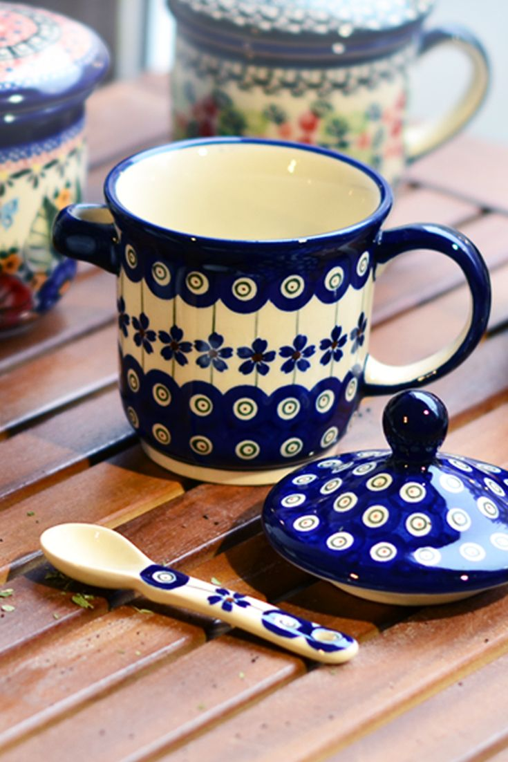 Ceramic herbal mug with handle. Perfect to take delight in favourite herbs or leaf tea.