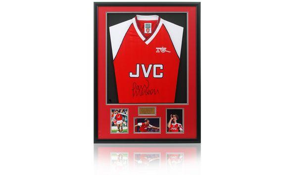 Paul Merson, hand signed Arsenal retro shirtArsenal retro shirt hand signed by Highbury legend Paul Merson.- See more at: https://www.charityauctionstoday.com/auctions/hoopsaid-2090/items/paulmersonhandsignedarsenalretroshirt-38785#sthash.sfvIE9QL.dpuf
