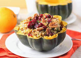 Courge poivrée farcie au quinoa à l'orange. Recette d'automne facile et rapide