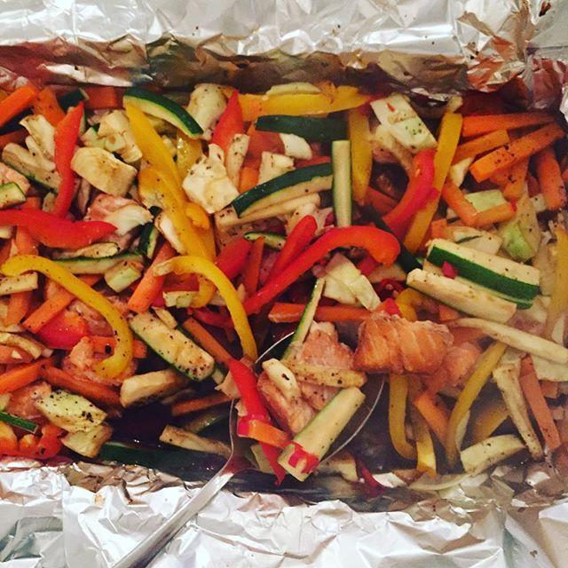 Matmandag! Laks og grønnsaker i form, stekes med soyasaus ⭐️ #middagtips #laks #helthy #food #fitness #monday