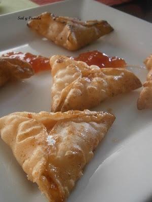 Empanadillas de queso de cabra y mermelada de tomate