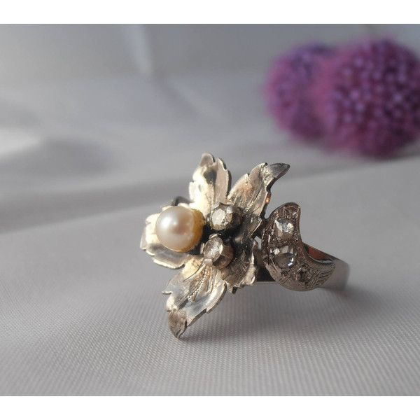 Vintage Platinum Flower Ring with 5mm Pearl and Diamonds Size 6.5... (€1.103) ❤ liked on Polyvore featuring jewelry, rings, pearl diamond ring, platinum diamond rings, vintage pearl rings, diamond engagement rings and diamond rings