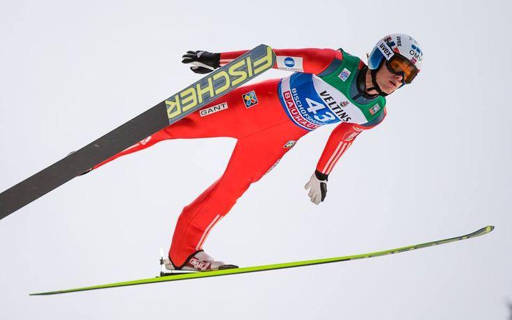 Daniel Andre Tande ouvre son palmarès  Le premier concours individuel de la coupe du monde de saut à ski nous offre un vainqueur inédit en la personne du jeune Norvégien Daniel Andre Tande venu tout simplement prendre le meilleur sur les stars Peter Prevc et Severin Freund... /