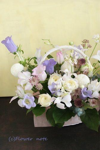 【今日の贈花】お母様へのお供えのお花|Flower note の 花日記 (横浜・上大岡 アレンジメント教室)