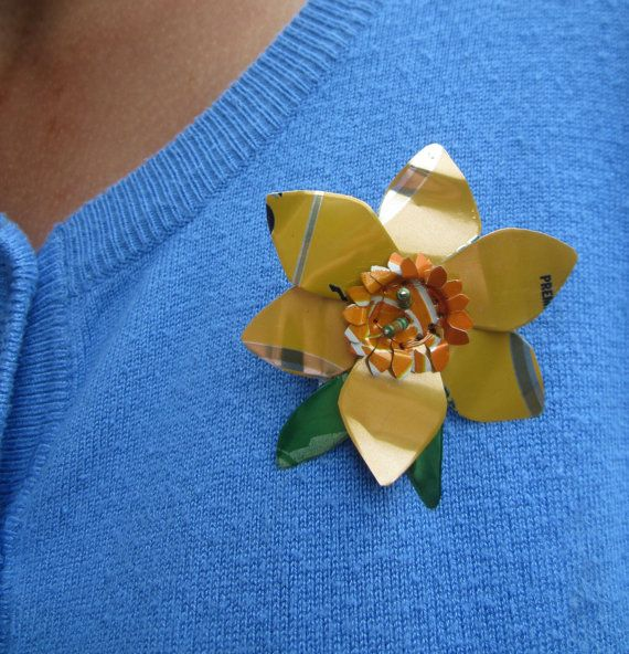 Daffodil+brooch+soda+can+flower+upcycled+by+ElliesThingsShop