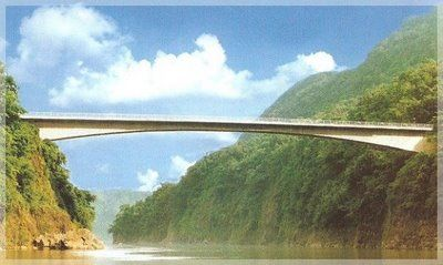 The Jadukata Bridge, the longest span cantilever bridge in India with a central span of 140 m, stretches so naturally from one shore to the other that it seems to grow out of the rich vegetation itself