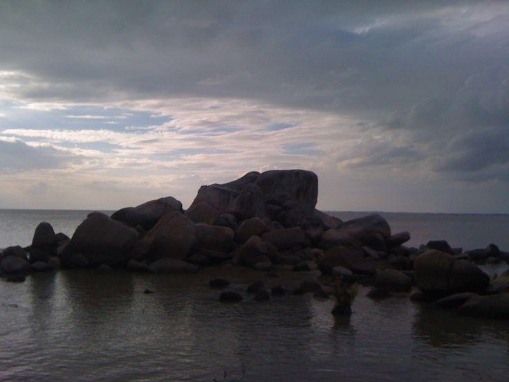 Pantai Batu Kodok yang Berbentuk Kodok di Bangka Belitung - Kepulauan Bangka Belitung