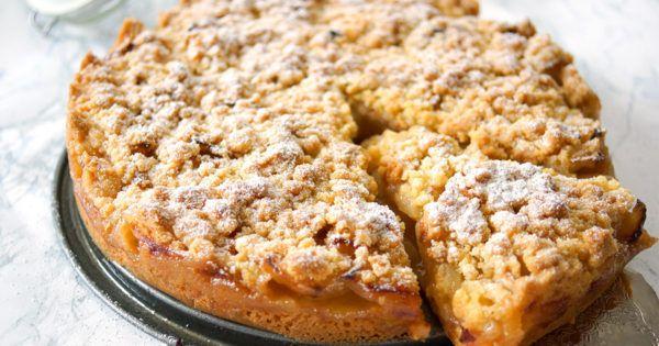 In diesem Rezept für Omas Apfelkuchen findet Ihr zarte Apfelstücke mit knusprigen Streuseln obendrauf. Es ist tatsächlich das Originalrezept von der Oma meiner lieben Freundin Ines (und es wurde in ihrer Familie von Generation zu Generation weitergegeben. Es ist also wirklich... #apfel #apfelkuchen