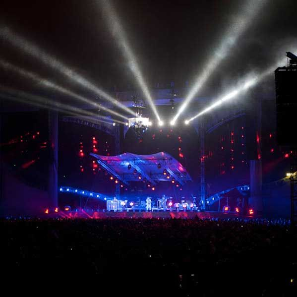 A heavy rain was falling on Cidade do Rock when a-ha took the stage on Sunday night at the Rock In Rio festival.