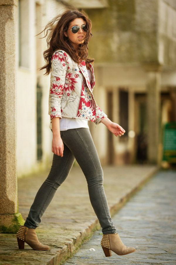 CASUAL[spring]: floral jacket; skinny grey jeans; white top; beige ankle boots