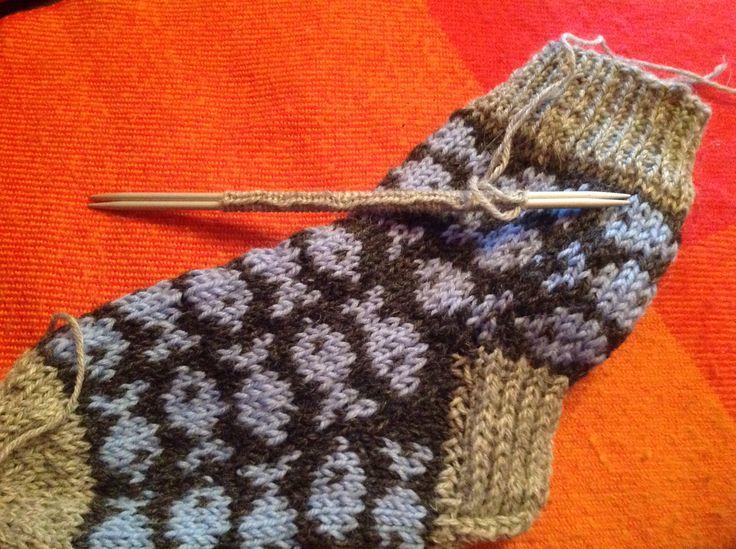 Knitting these while watching skiing from Falun  world ski champs - värld mästarskap in Swedish....