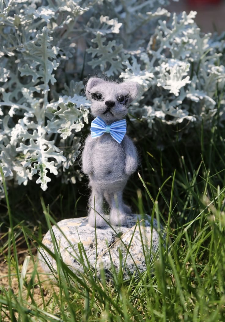 Needle felted cat. Grey cat with gift box. Miniature animals. Interiors toy. by donidinadya on Etsy