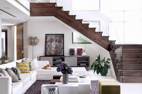 moderne treppe holz design geländer glas wohnzimmer
