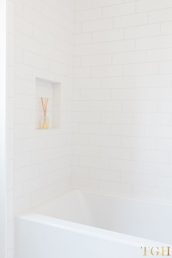 Simple Design Tips for All White Bathrooms