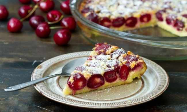 Так быстро вишневый пирог выеще неготовили