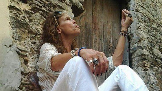 Steven Tyler, Aerosmith Nipote di Giovanni Tallarico, musicista cotronellaro emigrato in America, Steven Victor Tallarico, in arte Steven Tyler, tre anni fa arrivò in paese per conoscere le proprie origini. E da quel momento la Calabria più profonda non ha smesso di sperare in un concerto degli Aerosmith