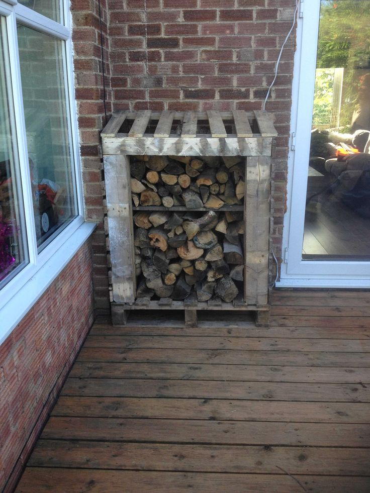 Cute Log Shed Made Out Of Pallets  #garden #palletshed #recyclingwoodpallets #woodlog Log shed, just need to finish off with some reclaimed slate on the top. ...