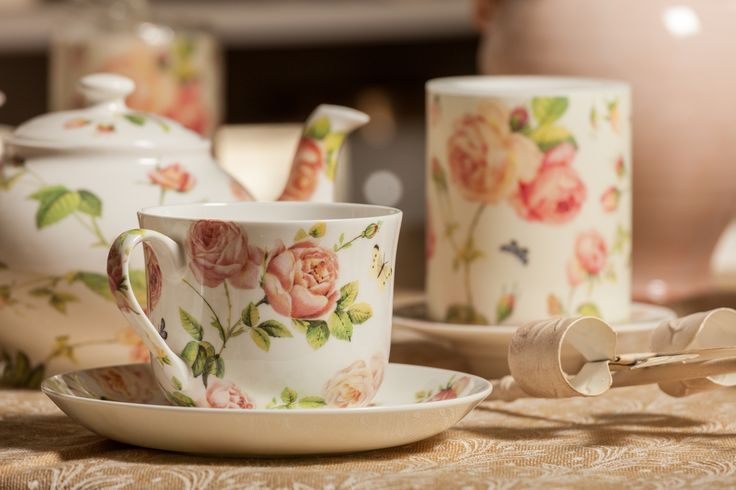Dinner for two, tea for 2, a magical porcelain rose cup for you!