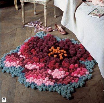 Fuente: http://www.marieclaireidees.com/,un-tapis-fait-de-pompons-colores,2610153,100373.asp