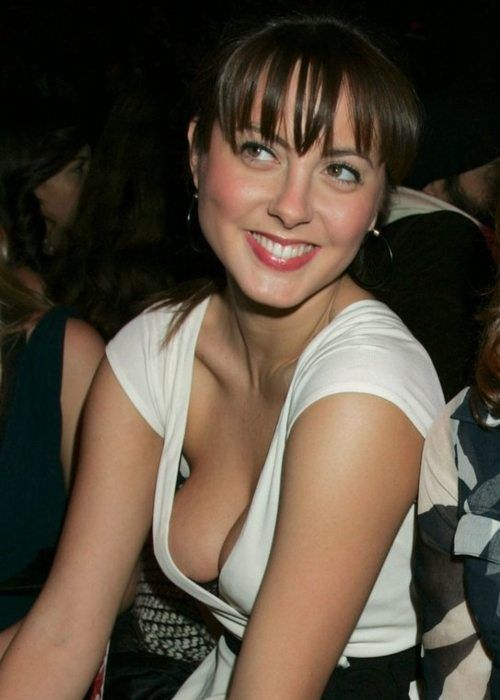 shhh quiet you ll scare the downblouse away 40 photos