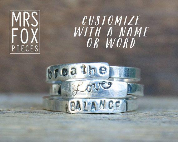 Zilveren tekstringen Handgestempeld Custom tekst door MrsFoxPieces