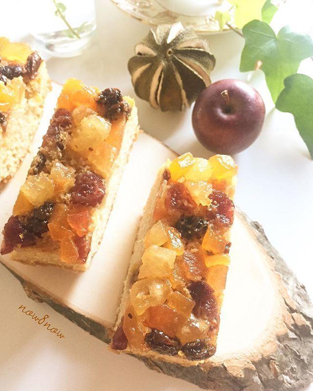 The other day's sweets : pound cake ❤︎ ・ 今日のpicは先日作った、 ミックスベリーのパウンドケーキ🍰✨ ・ 一切れ食べて、ブランデーケーキにした方が もっと美味しくなると思い、 残りはブランデーケーキにしましたよ♪♪(o^^o) ・ ・ 今日も外食なので、お弁当は作らなかったので 楽チン(^O^) また月曜日からキャラ弁作ります♪ ・ ・ …… フォローしてくださっている皆様、 読んでくださる皆様、 いつもありがとうございます( ´ ▽ ` )❤️ 皆様も素敵な1日になりますように♪ …… ・ ・ #sweets  #sweet  #desert  #poundcake #cake #cookingram  #cotta  #delimia  #snapdish  #lily  #おうちごはん  #おうちレストラン  #おうちカフェ  #おうちcafe #スイーツ  #デザート  #手作りスイーツ  #手作りデザート  #スイーツ部  #パウンドケーキ  #ブランデーケーキ #ケーキ  #ミックスベリー #クッキングラム…