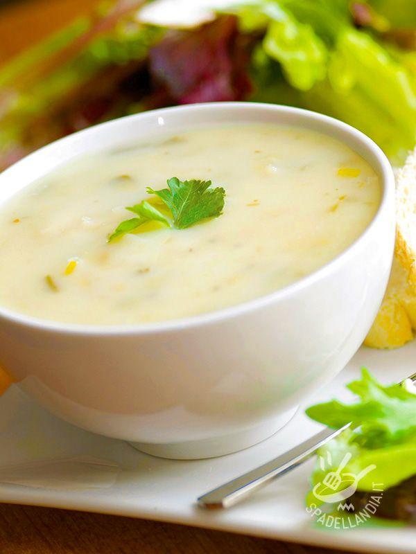 La Vellutata di porri e cavolfiore è una crema di verdure leggera, ideale per le diete ipocaloriche, dalle proprietà rinforzanti del sistema immunitario.