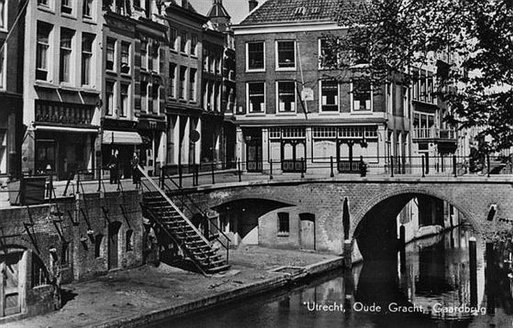 Utrecht op zondag   De Oudegracht   1960   Ingang Lijnmarkt en Gaardbrug