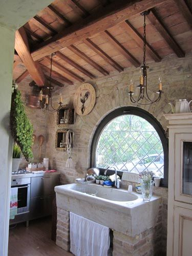Glimpse of a #kitchen in #Italy