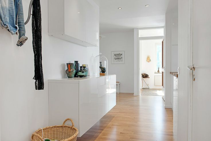 How to Design a Luxury Home With a Clean White Color View Throughout The House