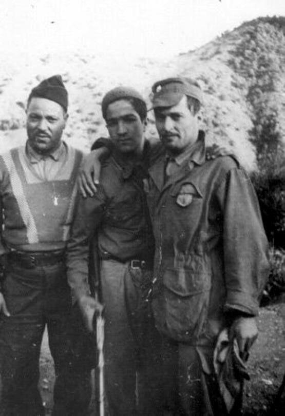 la Guerre de Libération Algérienne ... De gauche à droite: Colonel Ali Mellah, le tout jeune Boumahdi, et commandant Oussedik