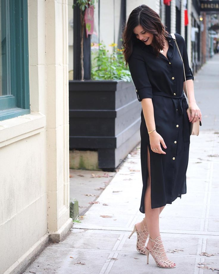 still haven't figured out what to wear tomorrow 🙈 because I wore the perfect dress last week to a #friendsgiving dinner. To me, the best Thanksgiving outfit is a loose fitting dress and this sophisticated midi length @closet_london shirtdress has it all with gold buttons and sleek side slits! 😍 What are YOU wearing tomorrow?!