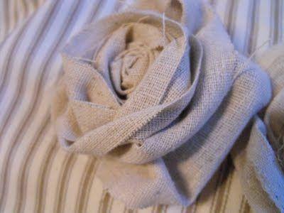 How to make fabric flowers (burlap)Fabric Roses, Crafts Ideas, Fabric Flowers, Burlap Flower, Easy Fabrics Flower, Diy Fabrics, Fabrics Rosette, Burlap Rosette, Susie Harry