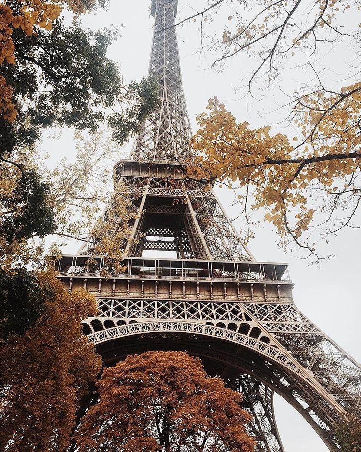 Этой осенью снимать возле башни для меня сплошное удовольствие, она вписывается просто идеально