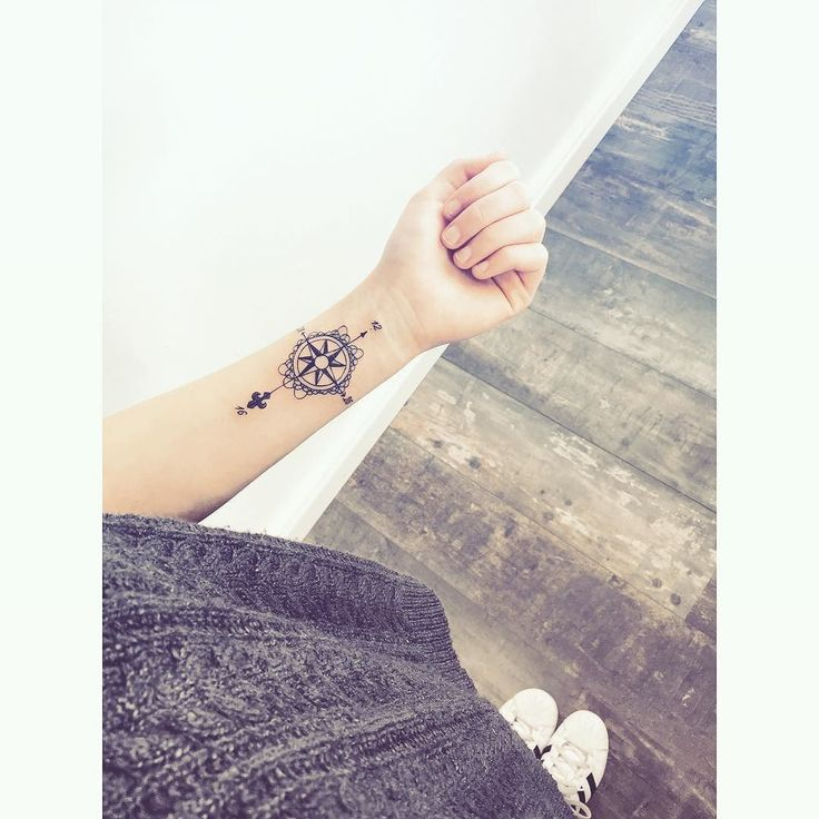 70 best tatouage images on pinterest tattoo ideas - Tatouage rose des vent ...