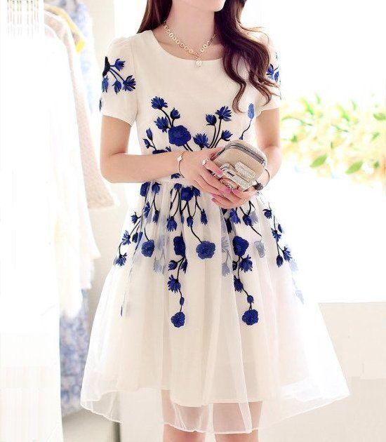 Top 5 Vestidos Casuales Modernos 2015: Un vestido bonito, casual y moderno en color nude con estampado azul de flores y mangas cortas