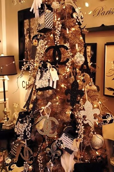 Chanel Christmas Tree...Seriously I need to have this #fashionweek