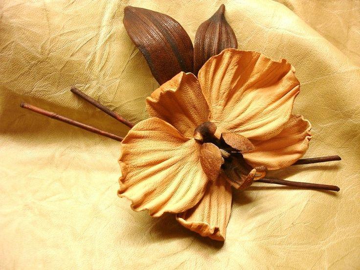 Брошь орхидея. Материал кожа. Ирина Баласанова