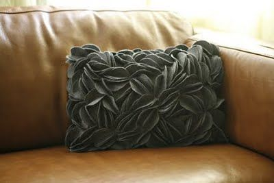Felt Circles Pillow Tutorial: Felt Circles, Circles Pillows, Gifts Ideas, Diy Felt, Pillows Tutorials, Felt Pillows, Diy Gifts, Throw Pillows, Felt Owl