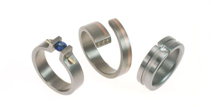 Voorbeelden van titanium ringen uit ons atelier.  Examples of our titanium rings from own workshop.