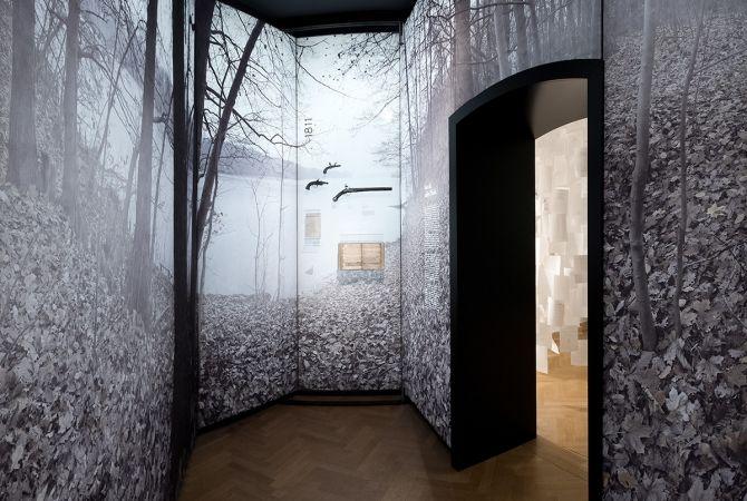 Muren volledig bedekt geeft een intense beleving. kleist-museum frankfurt/oder - szenographie valentine koppenhöfer