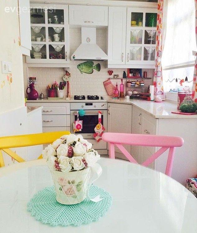 Beyaz mutfak, Country mutfak, Mutfak, Mutfak aksesuar, Mutfak masası, Pembe, Renkli ev aleti, Sarı