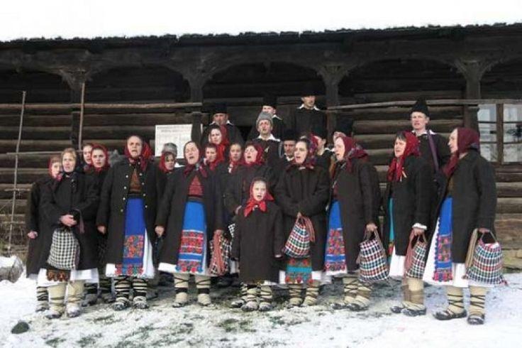 Colindele satului Cupşeni http://www.antenasatelor.ro/destine-rom%C3%A2ne%C8%99ti/7521-colindele-satului-cupseni.html