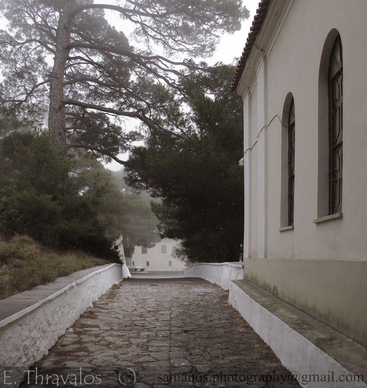 Ομίχλη στην Ιερά Μονή Ζωοδόχου Πηγής Σάμου - Mist around Zoodochos Pigi Monastery in Samos