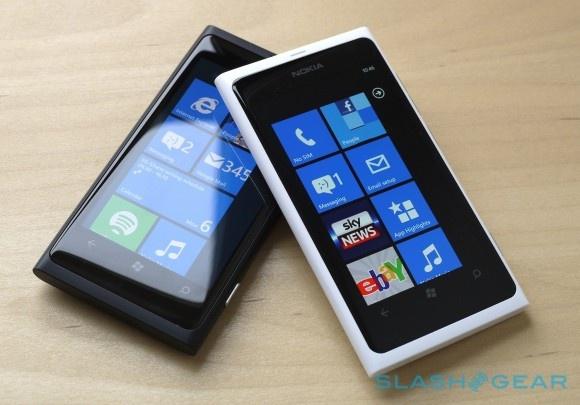 Nokia Lumia 800 WP7 in white